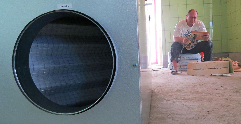 Установка за 5 минут может поменять весь объем воздуха кухни на новый. Более чем достаточно.